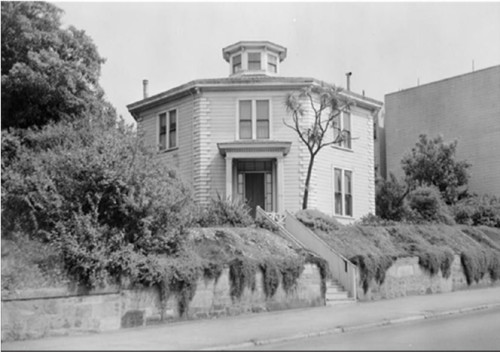 Photo of Octagon House in the 1940s. Courtesy of Octagon House archives.