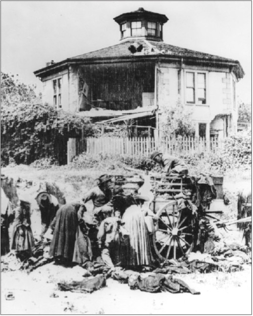 Fiorenzo Cavagnaro, a wine merchant, and his family moved into the Octagon House in 1893. While the house was being repaired, they lived in Oakland, but returned in 1907.  Photo of Octagon House after the 1906 earthquake. Courtesy of Octagon House archives.